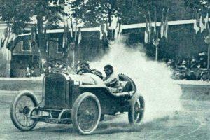 Jules-Goux-vainqueur-de-la-Coupe-de-la-Sarthe-en-1912-sur-Peugeot-L-76-La-Vie-au-Grand-Air-du-14-septembre-1912-300x200 La Peugeot des Charlatans (GP 1912) Cyclecar / Grand-Sport / Bitza Divers