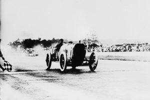 Jules_Goux_wins_Indianapolis-300x200 La Peugeot des Charlatans (GP 1912) Cyclecar / Grand-Sport / Bitza Divers
